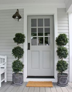 Painting your front door is one of the best ways to add curb appeal to your home. Get inspired by these tried and true front door paint colors! Best Front Door Colors, Best Front Doors, Grey Front Doors, Front Door Paint Colors, Painted Front Doors, Exterior Paint Colors, Exterior House Colors, Black Doors, Front Entry