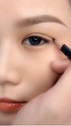 Smokey Eye Makeup Tutorial, Eye Makeup Steps, Natural Eye Makeup, Eyebrow Makeup, Skin Makeup, Eyeshadow Makeup, Makeup Art, Big Eye Makeup, Vintage Eye Makeup