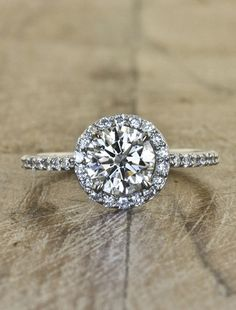 The Bridal Dish is in LOVE with this Engagement ring! Find your dreamed ring: http://www.thebridaldish.com/vendors/either-ore-strawbridge