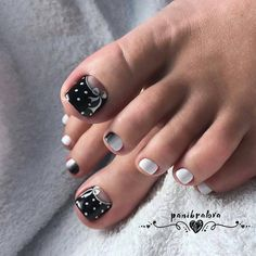 Looking for new pedicure ideas is a fun way to get ready for spring. Take a look at some of the best pedicure designs we've seen and get inspiration for . 50 Exciting Pedicure Ideas to Shake Things Up Festive Black and White Polka Dots Neon Toe Nails, Pretty Toe Nails, Cute Toe Nails, Summer Toe Nails, Polka Dot Nails, Feet Nails, Polka Dots, Diy Nails, Pedicure Colors