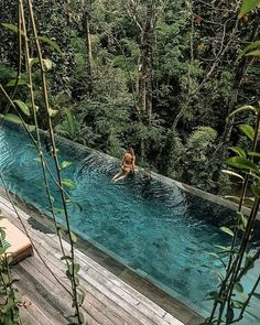 Hotel Swimming Pool, Swimming Pool Designs, Beautiful Places To Travel, Cool Places To Visit, Piscina Do Hotel, Beste Hotels, Bali Resort, Dream Pools, Cool Pools
