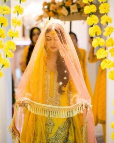 ❤Alizay❤ South Asian Bride, South Asian Wedding, Pakistan Street Style, Hindu Bride, Mehndi Brides, Groom Outfit, Bridal Shoot, Pakistani Outfits, Bridal Dresses
