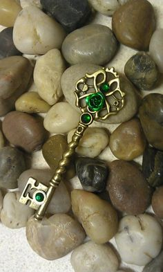 Emerald Fantasy Key by ArtByStarlaMoore on DeviantArt Under Lock And Key, Key Lock, Antique Keys, Vintage Keys, Key Jewelry, Cute Jewelry, Jewlery, Old Keys, Accesorios Casual