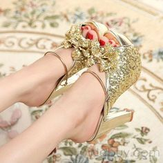 Lovely gold sparkly shoes.  I loooove these.