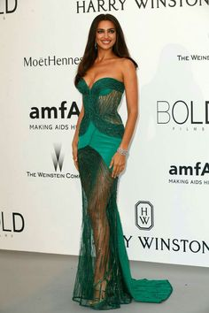 Red Carpet Looks From the amfAR Gala Irina Shayk. See what all the stars wore at the Cannes amfAR gala. See what all the stars wore at the Cannes amfAR gala. Elegant Dresses, Sexy Dresses, Nice Dresses, Evening Dresses, Irina Shayk Photos, Vestidos Sexy, Couture Looks, Green Gown, Red Carpet Looks