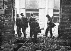 German soldiers in Stalingrad, 1942.