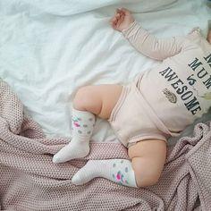 Niedzielny,domowy chill,czego i Wam dziś życzę  #baby #sleepybaby #naptime #weekendstories #weekend #Sunday #sundaymorning #sundayphoto #mymumisawesome @lindexofficial #kneesocks #Babygirl #babyootd #babyoftheday #babyofinstagram @colorstories_for_kids @smyk #blanket
