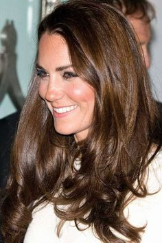 881571_8P8KO83NM25BNBRU1BLX6TC5O8MYD4_kate-middleton-hair-20_H171553_L.jpg