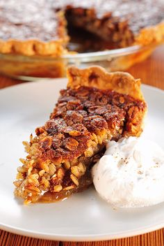 Oatmeal Pie recipe (perfect for holiday parties when you know there will be lots of pumpkin & pecan already) Desserts Menu, Just Desserts, Delicious Desserts, Dessert Recipes, Oatmeal Pie, Oatmeal Recipes, Oatmeal Cookies, Vegan Oatmeal, Caramel Recipes
