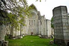 Vértesszentkereszt - Ha hinni lehet az ígéreteknek, heteken belül megkezdődik az ország talán legszebb román kori apátsági romjának megmentése. Megvan a remény, hogy 2017-ben újra látogatható lesz a vértesszentkereszti apátság! Budapest Hungary, Homeland, Cemetery, Travel Tips, Beautiful Places, Places To Visit, To Go, Building, Forests