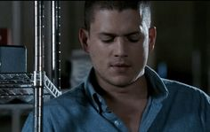 Michael Scofield #PrisonBreak Broken Pictures, Michael Scofield, Wentworth Miller, Prison Break, People Around The World, Role Models, Icons, Tv, Products