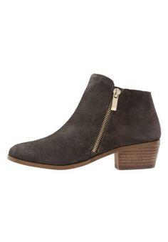 Mit diesen Booties macht das alltägliche Styling Spaß. River Island Ankle Boot - grey für 59,95 € (05.11.15) versandkostenfrei bei Zalando bestellen.