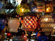 Résultats Google Recherche d'images correspondant à http://imgc.allpostersimages.com/images/P-473-488-90/22/2241/KP9ZD00Z/posters/darrell-gulin-stained-glass-lamp-vendor-in-spice-market-istanbul-turkey.jpg