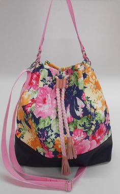 Nähanleitung für eine praktische Beuteltasche mit Schultergurt / diy sewing instruction: bucket bag by frauschnitte via DaWanda.com