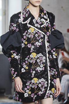 Giambattista Valli Spring 2020 Ready-to-Wear Fashion Show - Vogue Vogue Paris, Art Deco Fashion, Fashion Show, Women's Fashion, Fashion Editorials, Fashion Details, Spring Fashion, High Fashion Photography, Glamour Photography