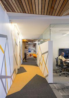Super Home Small Office Interior Design Ideas Corporate Office Design, Small Office Design, Creative Office Space, Small Room Design, Corporate Interiors, Office Interior Design, Office Interiors, Office Designs, Office Spaces