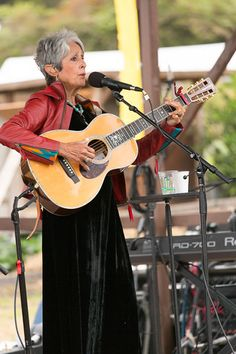 Joan Baez wows at Esalen