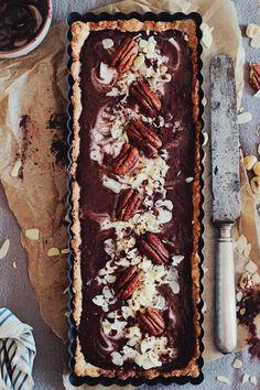 Rich chocolate tart with hazelnut butter #vegan # glutenfree | The Awesome Green