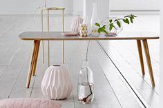 Vase Origami Rose Nude - Bloomingville -  Un vase arrondi à la forme géométrique façon origami décliné dans un rose nude mat : féminin et plein de douceur, un très belle pièce pour votre décoration intérieure.