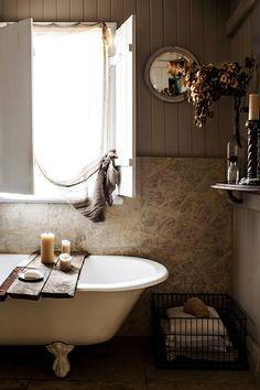 wainscoting + clawfoot tub