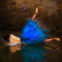 Parte de la inspiración de Brooke Shaden está sacada de cuentos infantiles (Alicia en el País de las Maravillas es un claro ejemplo) y otras fotografías toman su inspiración en cuadros o dibujos.