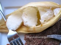 Bollo Limpio is a wrapped corn cake from the city of Barranquilla, in Colombia. It is usually served with chicharrón, chorizos, butifarras, and other Colombian My Colombian Recipes, Colombian Food, Chorizo, Hominy Corn, Corn Rolls, Corn Cakes, Spanish Food, Vegetarian Cheese, Kitchen Recipes