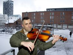 Irakilainen viulisti pakeni väkivaltaa: Soittaa nyt orkesterissa ja laulaa suomeksi