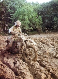Riding off-road, lots of mud Vintage Bikes, Vintage Motorcycles, Hummer, Off Road Moto, Motorcycle Dirt Bike, Dirt Biking, Mud Race, Ktm, Vintage Motocross