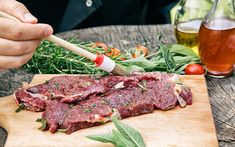 Τέλεια μαρινάδα για μπριζόλες – Newsbeast Carne Asada, Marinade Für Steaks, Beef Tagine, Barbecue, Frozen Steak, Spareribs, Food Handling, Grass Fed Meat, Marinated Steak