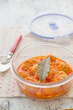 ¿Comes fuera de casa? Descubre esta deliciosa #receta de albóndigas de pollo con zanahorias, ideal para llevar al trabajo.