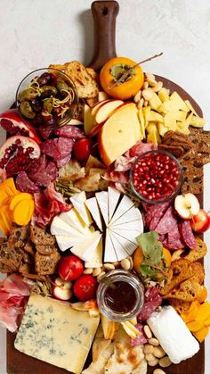 Charcuterie Recipes, Charcuterie Platter, Charcuterie And Cheese Board, Antipasto Platter, Cheese Boards, Crudite Platter Ideas, Grazing Platter Ideas, Cheese Board Display, Meze Platter