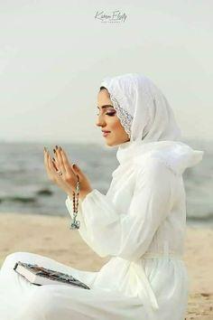 Islamic Images, Islamic Pictures, Special Occasion Makeup, Hijab Dpz, Creative Food Art, Islam Women, Muslim Women Fashion, Beautiful Muslim Women, Islamic Girl