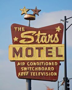 Retro signage photo in Chicago, Illinois, by wild mercury