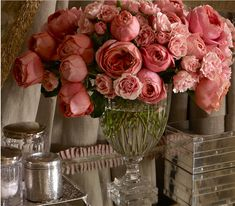 Love the arrangement style - I imagine it multicolored: Bright pink, yellow, green, white, purple, red, etc..