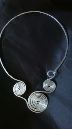 Girocollo wire