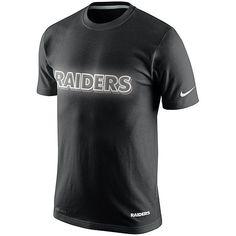 Oakland Raiders Logo T-Shirt Glow    Das Oakland Raiders Logo T-Shirt Glow ist optimal fürs Stadion und für Freizeitaktivitäten geeignet. Mit dem Oakland Raiders Logo T-Shirt Glow aus 100% Baumwolle aus dem Hause Nike bist du der FAN deines Teams!    Hersteller: Nike  Team: Oakland Raiders  Material: 100% Baumwolle...