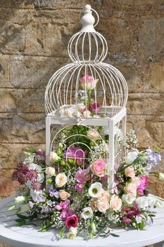 Pictures, The bird cage is equally a house for your chickens and a decorative tool. You are able to select anything you need on the list of bird cage models and get much more specific images. Vintage Shabby Chic, Shabby Chic Style, Shabby Chic Decor, Bird Cage Centerpiece, Centerpieces, Deco Floral, Bird Cages, Flower Planters, Bird Houses