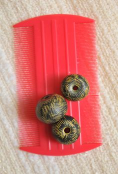 cat comb and criss cross beads by Page's Creations, via Flickr