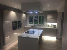 Looking for some white kitchen inspiration? has kindly shared his Bayswater Gloss White kitchen renovation. Free Kitchen Design, Kitchen Room Design, Modern Kitchen Design, Interior Design Kitchen, Kitchen Decor, Diy Interior, Kitchen Layout, Kitchen Ideas, Cashmere Gloss Kitchen