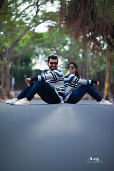 Examine this significant photo and visit the shown details on Wedding Photoshoot Photo Poses For Couples, Couple Picture Poses, Couple Photoshoot Poses, Photo Couple, Indian Wedding Couple Photography, Wedding Couple Photos, Wedding Couple Poses Photography, Wedding Couples, Outdoor Wedding Photography