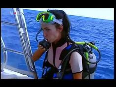 Female scuba diver tries to save a trapped male diver (rare stuff on TV) Deep Diving, Scuba Diving, Diving Lessons, Jessica Alba Pictures, Mermaid Cove, Scuba Girl, Summer Goals, Jeanne, Sexy Asian Girls