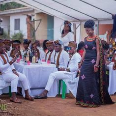 African cultural outfits and the best cultural or traditional dresses worn by African people for weddings and cultural events African Traditional Wedding Dress, Traditional African Clothing, Traditional Wedding Attire, African Clothing For Men, African Shirts, Traditional Weddings, African Wedding Attire, African Attire, African Wear