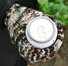 I think I may have to make these for the men in the family...................Beer mitt : Deep Fall 2013
