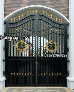варота Main Grill Gate Design, Iron Main Gate Design, House Main Gates Design, Front Gate Design, Door Gate Design, Main Door Design, House Front Gate, Front Gates, Entrance Gates