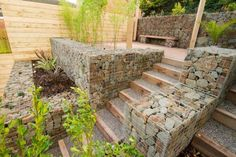 Unique Gabion Wall Garden design - Decorate Your Home Front House Landscaping, Stone Landscaping, Privacy Landscaping, Gabion Wall, Sloped Garden, Small Ponds, Small Garden Design, Garden Trellis, Terrace Garden