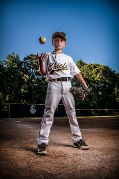 Baseball Tips And Advice For The Beginner. Many different people love baseball. If you want to learn more about playing the game well, Baseball Team Pictures, Baseball Tips, Senior Pictures Sports, Sports Baseball, Sports Photos, Kids Sports, Baseball Scores, Baseball Crafts, Senior Pics