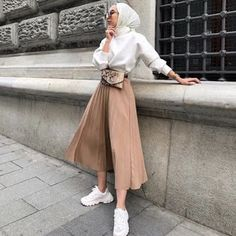Clothes summer modest classy best Ideas Source by I_AM_AISHA outfits hijab Hijab Fashion Summer, Modest Fashion Hijab, Modern Hijab Fashion, Street Hijab Fashion, Casual Hijab Outfit, Hijab Fashion Inspiration, Muslim Fashion, Fashion Ideas, Modest Wear