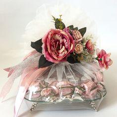 Söz nişan çikolatası Engagement Gift Baskets, Engagement Gifts, Bridal Gifts, Wedding Gifts, Chocolate Flowers Bouquet, Afghan Wedding, Trousseau Packing, Wedding Gift Wrapping, Lavender Bags