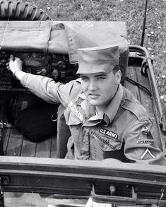 {*Elvis ~ in the Army gorgeous photo*}