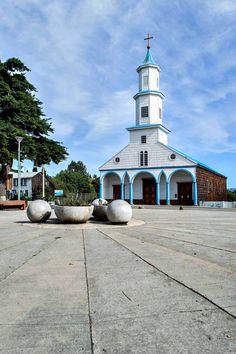 Iglesia Rilan on Chiloé, Chile | heneedsfood.com